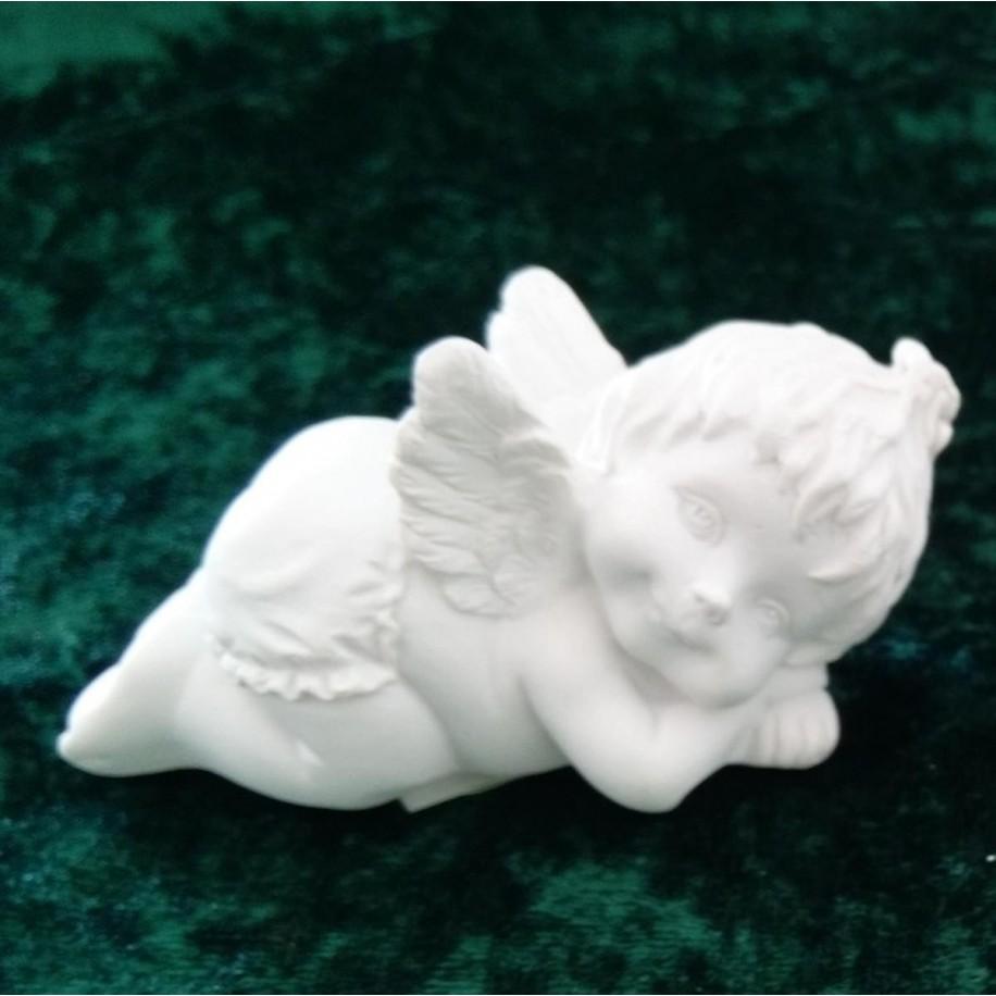 Engel Lucy liegend