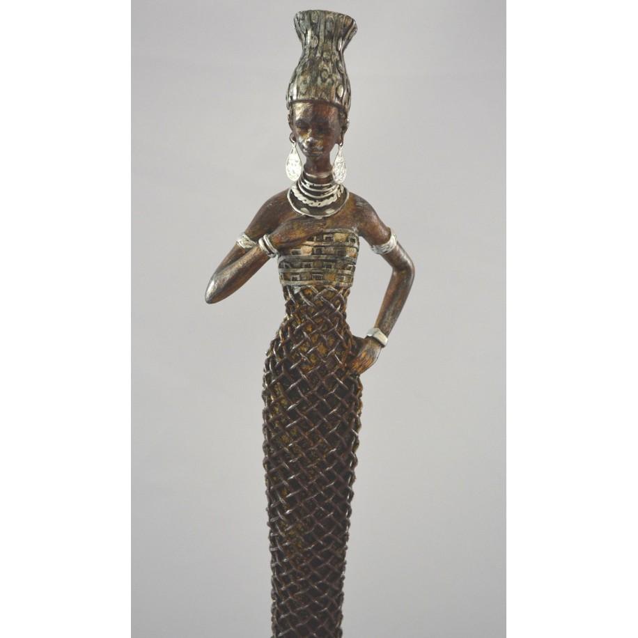 Gabun Afrikanerin  stehend mit langem Kleid