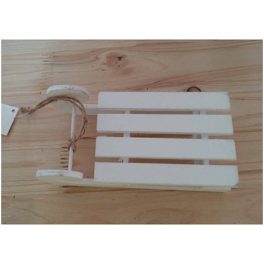 Schlitten aus Holz weiß lackiert