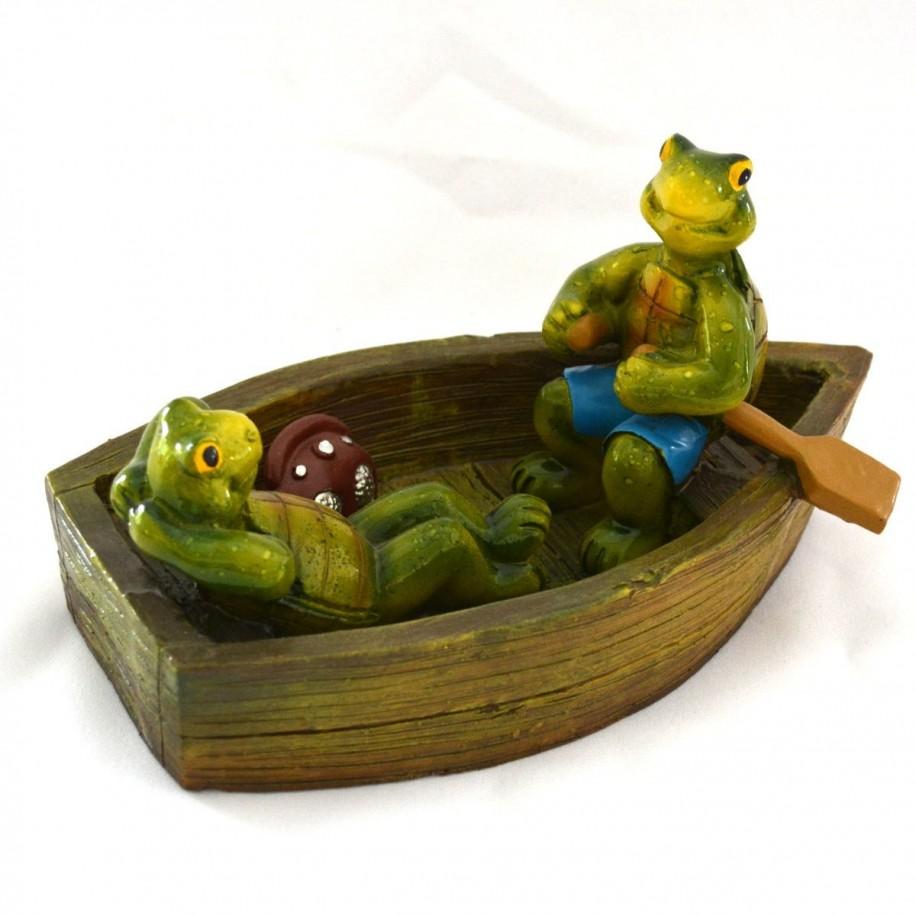 Froschpaar im Boot sitzend als Teichschwimmer