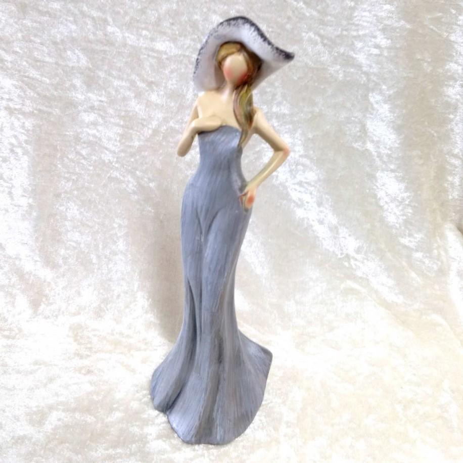 Dame mit Hut grau-creme 24 cm