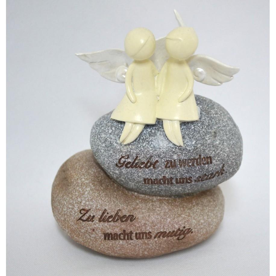 Engelspaar auf Stein sitzend